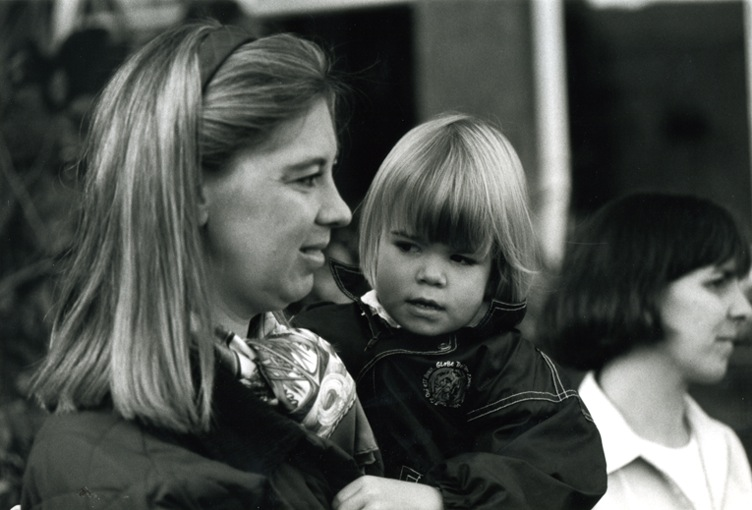 Mum and daugher. Both have long blond hair.